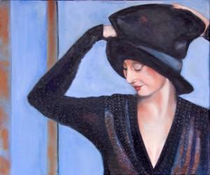 vrouw met hand aan de hoed