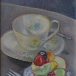 vruchtentaartje met kop en schotel, olieverf op linnen op karton, 24×17 cm